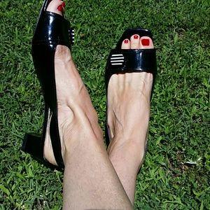 TAHARI Sandals sz, 8 1/2 M